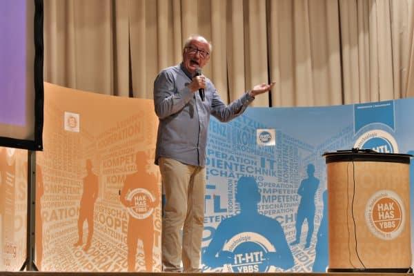 Dr. Jan Uwe Rogge in der Ybbser Stadthalle